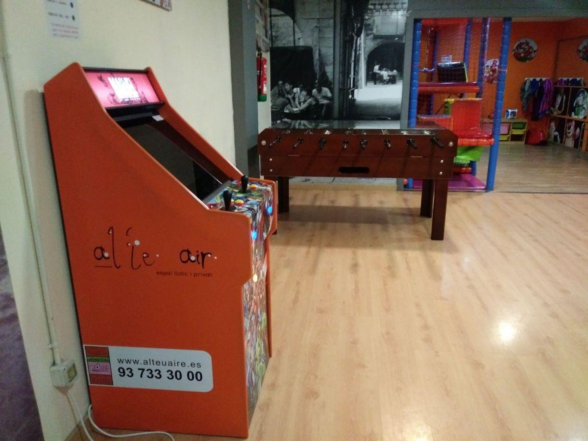 máquina arcade en fiestas infantiles montigala