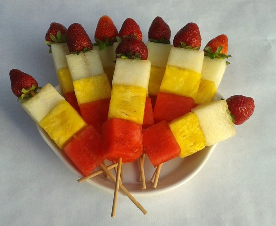 Brochetas de fruta de verano