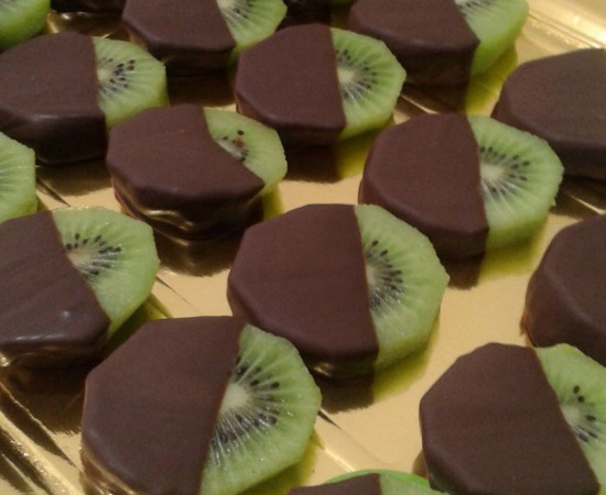 catering de fruta con chocolate